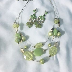 Necklace and earring set - green